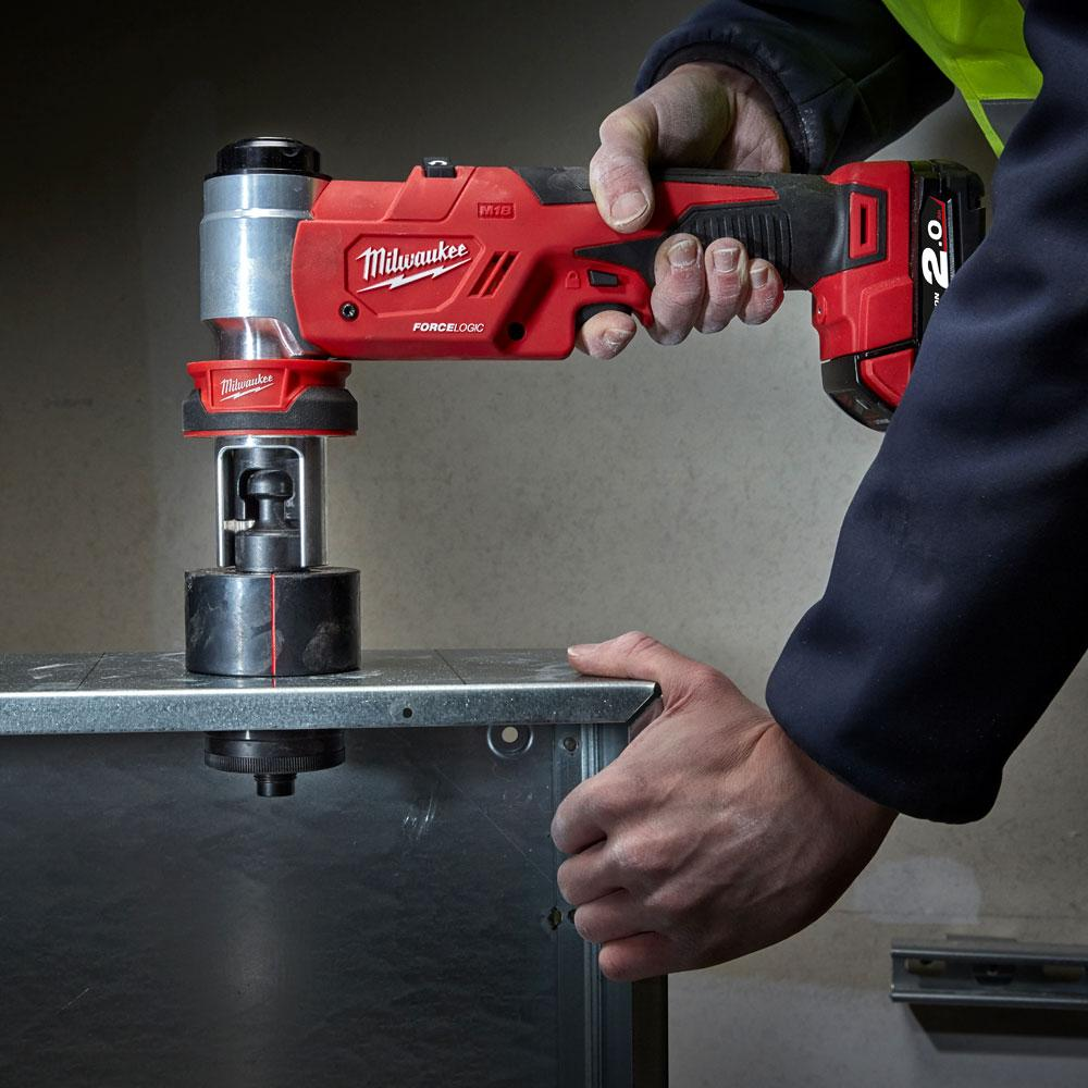 MilwaukeeTool M18 18-Volt Lithium-Ion 1//2 in - 4 in Force Logic High Capacity Cordless Knockout Tool Kit//W Die Set 3.0Ah Batteries
